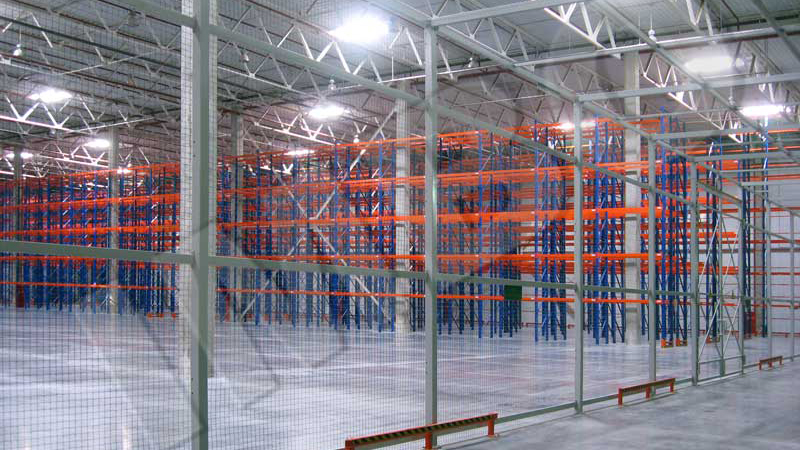 Customs license warehouse with high level stacking